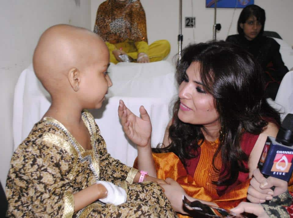 Resham brings smiles to cancer patients  (3)