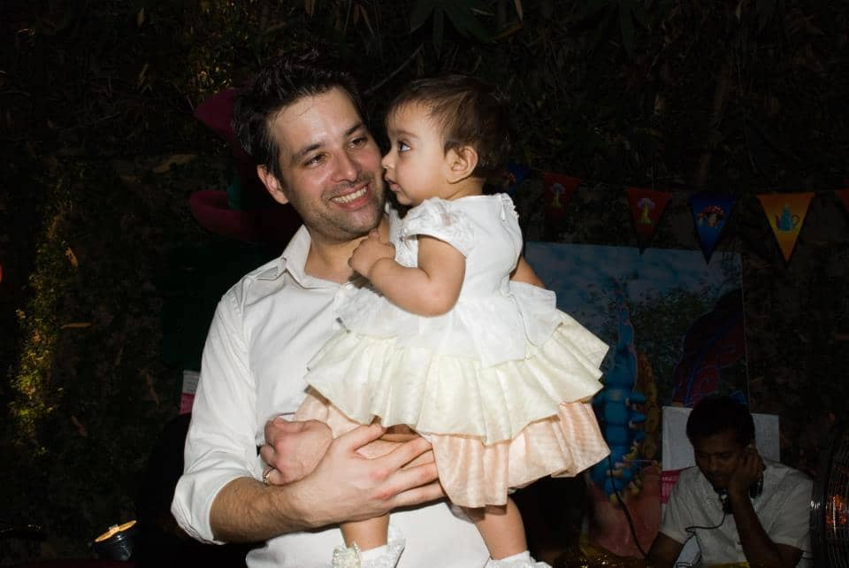 Mikaal-Zulfiqar-with-his-baby-daughter-picture54075586_2012112823460