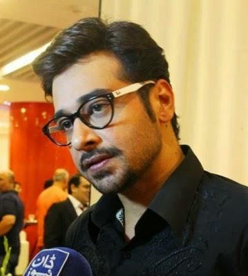 Zinda-Bhaag-Premiere-in-Karachi-11-359x400