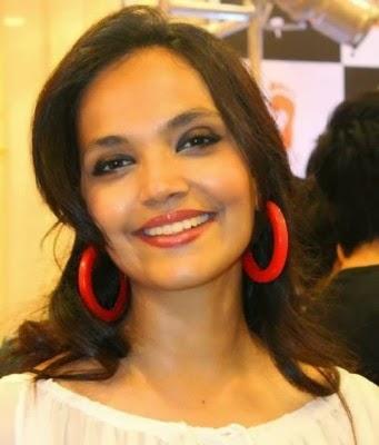 Zinda-Bhaag-Premiere-in-Karachi-4-341x400
