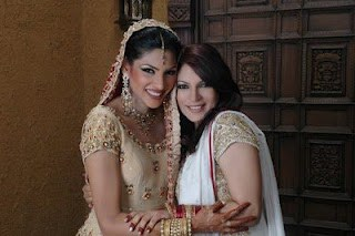 Zhalay Sarhadi and her sister