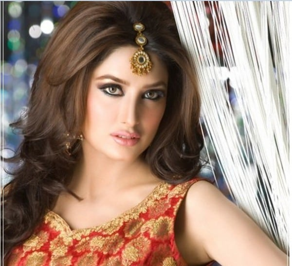 Top 10 Pakistani Actresses and Female Models 2016