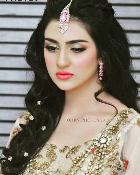 Sara Khan Looks Gorgeous In Her Latest Pictures | Reviewit.pk