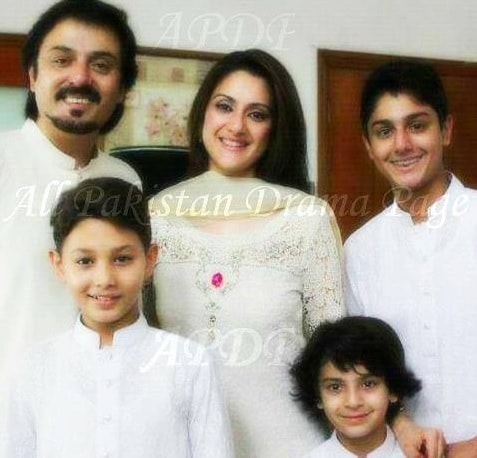 nauman ijaz with his family pictures reviewitpk