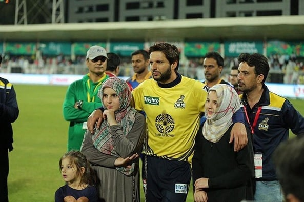 Shahid Afridi And His Cute Daughters