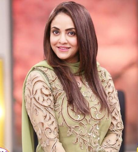 nadia khan4