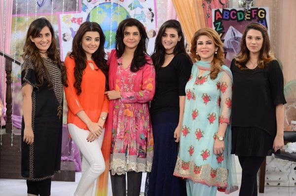 nida-yasir-with-guests-600x397
