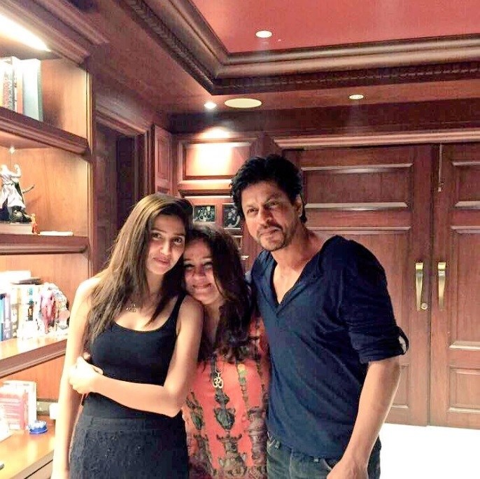 Unseen Pictures Of Mahira Khan & Shahrukh Khan Goes Viral