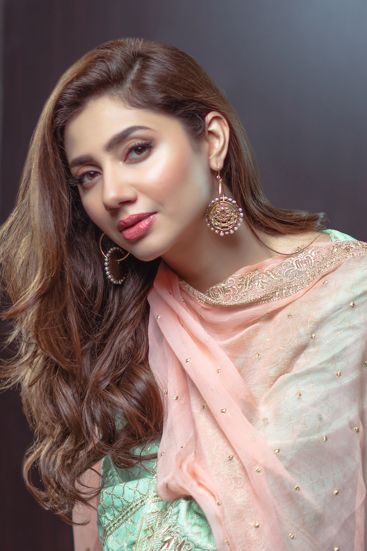 Mahira Khan Dazzles In Alkaram S Eid Collection Reviewit Pk
