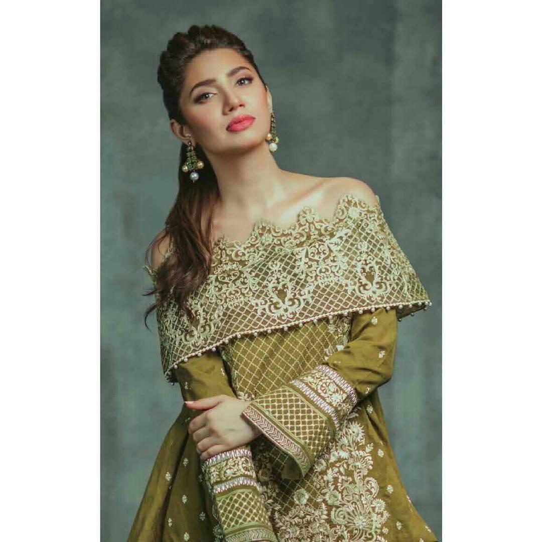 Mahira Khan Dazzles In Alkaram's Eid Collection!
