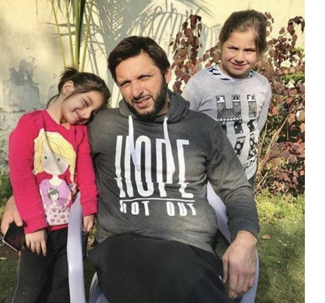 Look At Shahid Afridi's Holiday Clicks With Daughters