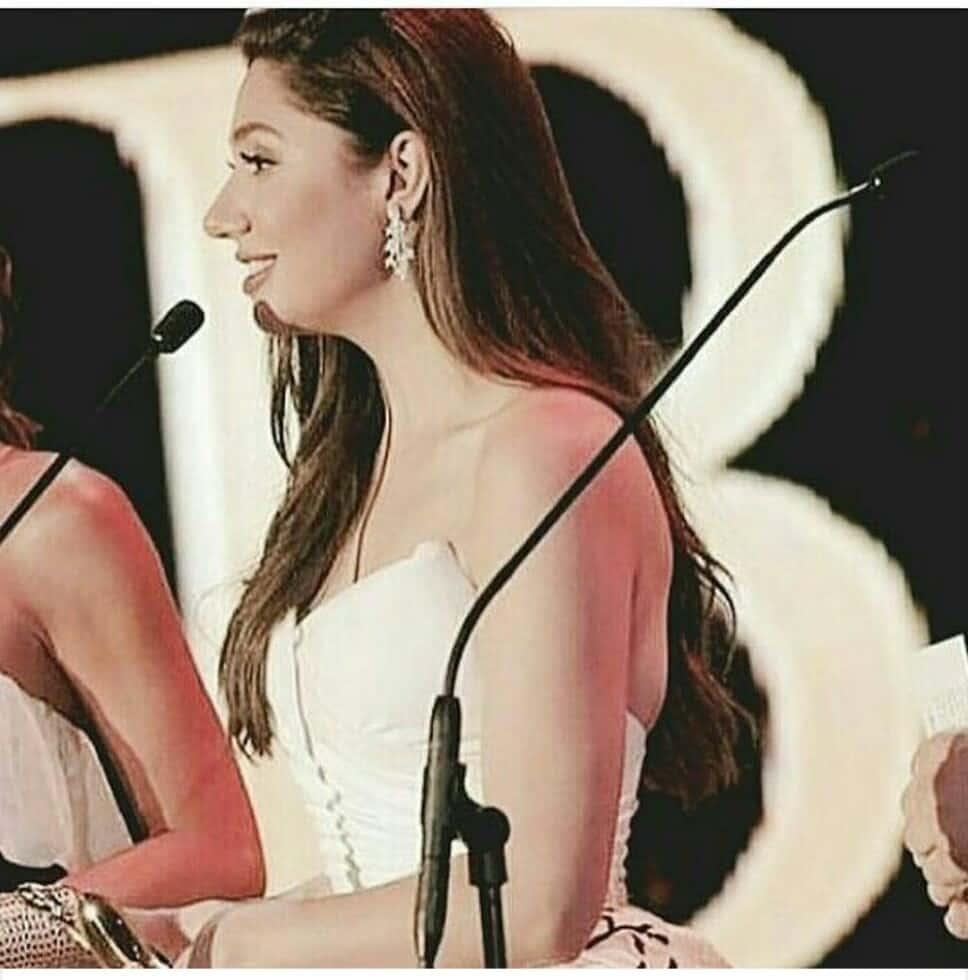 Mahira Khan Wins Big At The BIAF 2017!