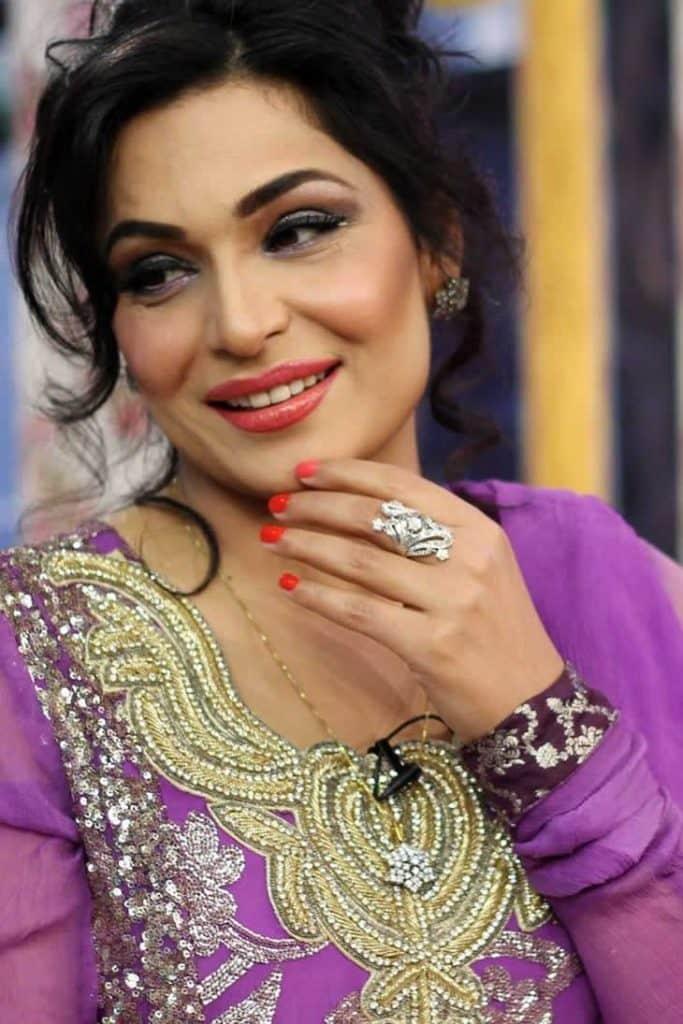 Sheharyar Munawar Expresses his Love for an Actress!
