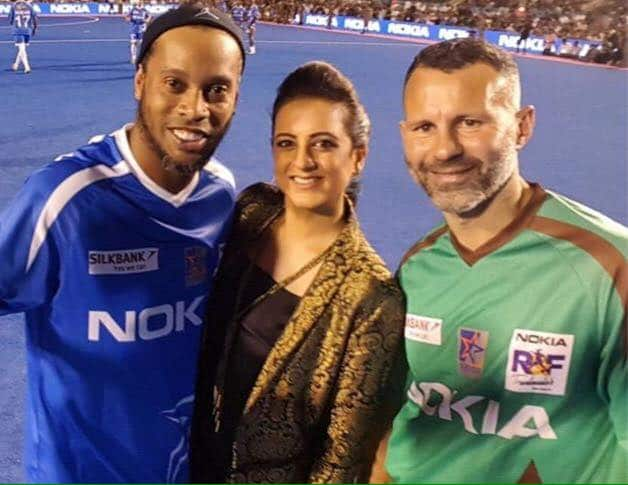 Football Legend Ronaldinho Clicked With Pakistani Celebrities