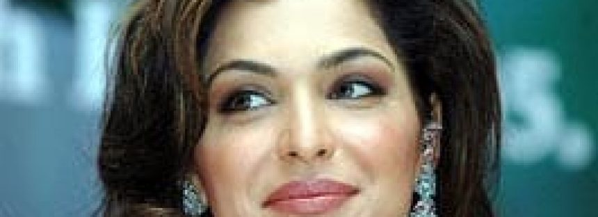 Meera's House Sealed for Not paying Income Tax!