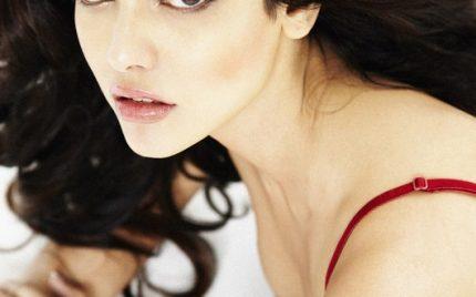 Mona Lisa rebrands herself as Sara Loren for Murder 3!!