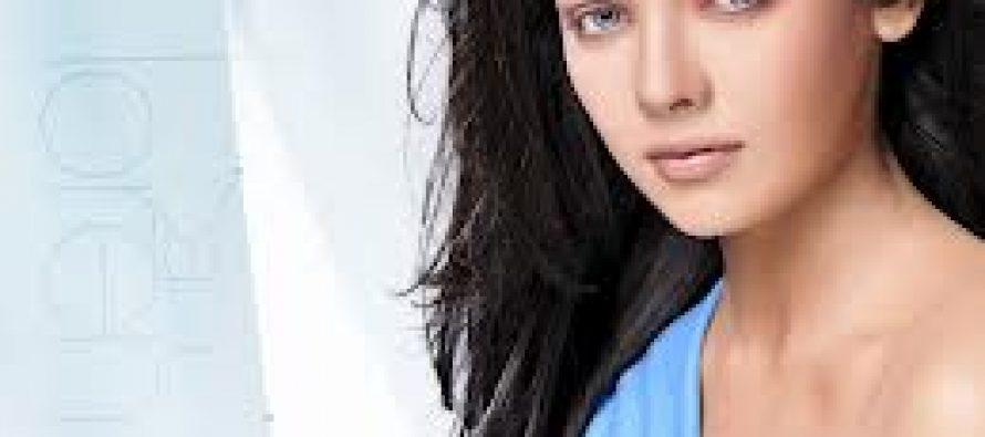Sara Loren Signed three more Movies with Bhatts!