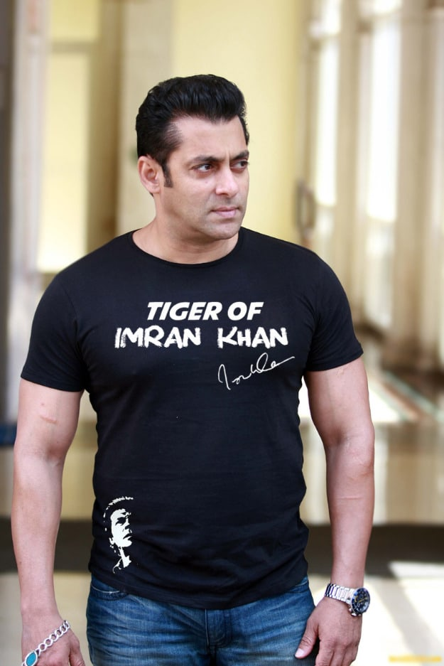 1365306731_499236318_6-Tiger-of-Imran-Khan-Exclsuive-Autographed-T-Shirt-Pakistan