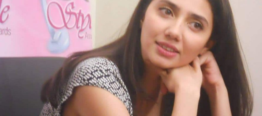 Pictures of Mahira Khan from Lux Live Chat Session!