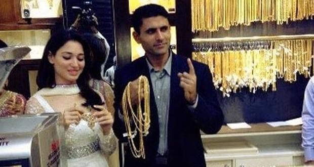 Abdul-Razzaq-To-Marry-Indian-Actress-Tamanna-Bhattia-Truth-Or-Rumor