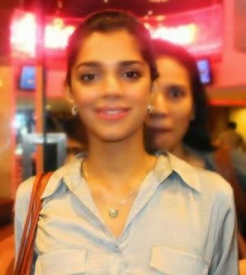 Zinda-Bhaag-Premiere-in-Karachi-18-358x400