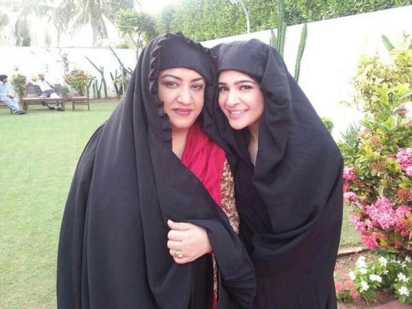 Ayesha-Omer-Pictures-From-Bulbulay-001