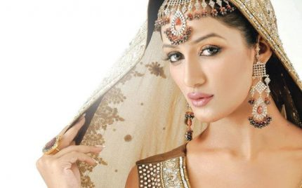 I am not an Item Girl says Mathira