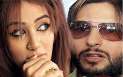 Mathira Denies the Rumor of Passing Statement Against Shahid Afridi