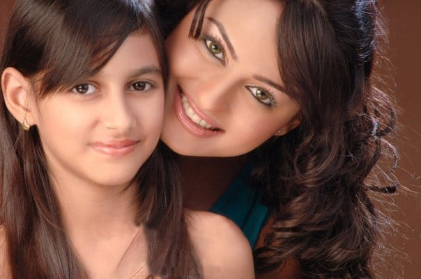 Javeria-Abbasi-with-Daughter