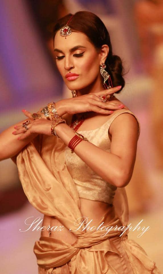 nadia-chottani-jewellery-collection-at-pbcw-2013-e