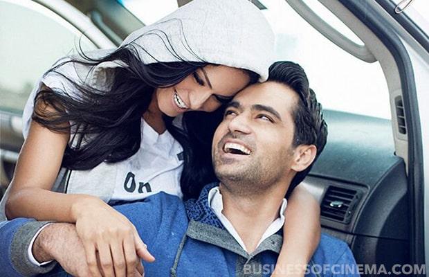Veena-Malik-and-Asad-Khan-sharing-a-moment