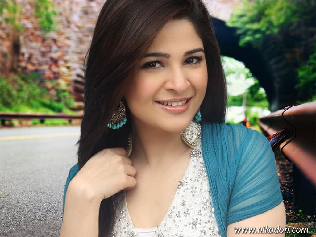 Ayesha-Omer-New-Wallpapers