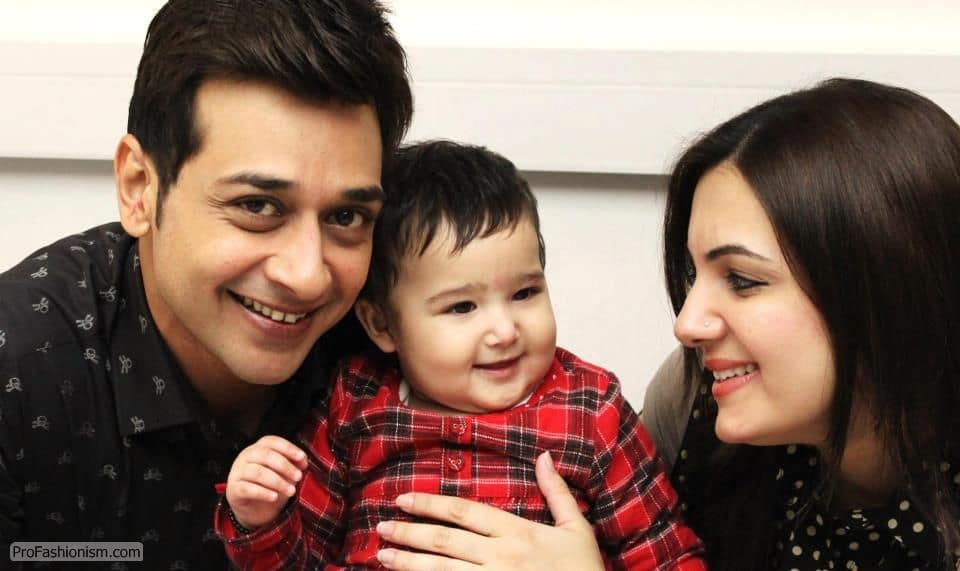 Faisal-Qureshi-with-Wife-Sana-Daughter-Ayat-