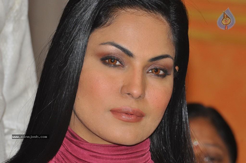 Veena Malik gets married Gossip News Or is it real