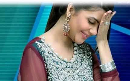 Nida Yasir Following Indian Tradition In Live Show