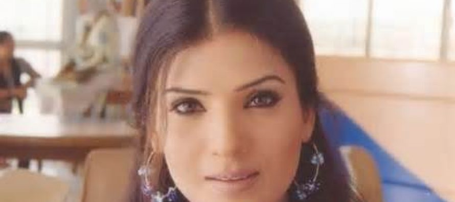 Resham distributed Eidi among film technicians and artists