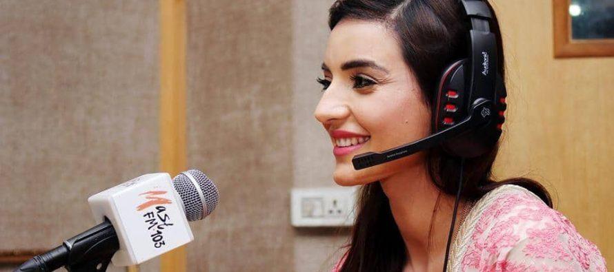 Sadia Khan in Ejaz Waris Show (Pictures)