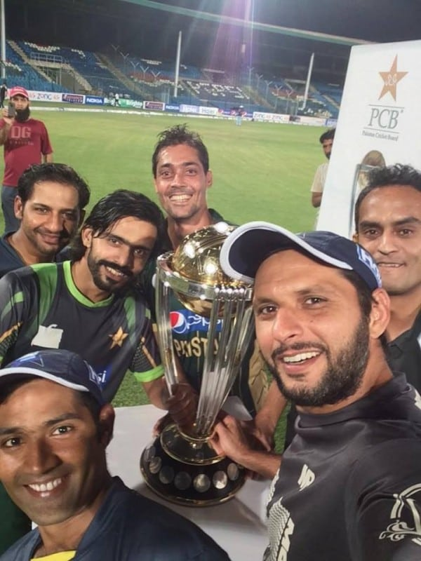 A selfie with (IA) the 2015 worldcup trophy