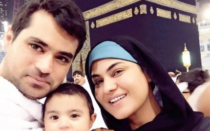Veena Malik With Family – Umrah Pictures