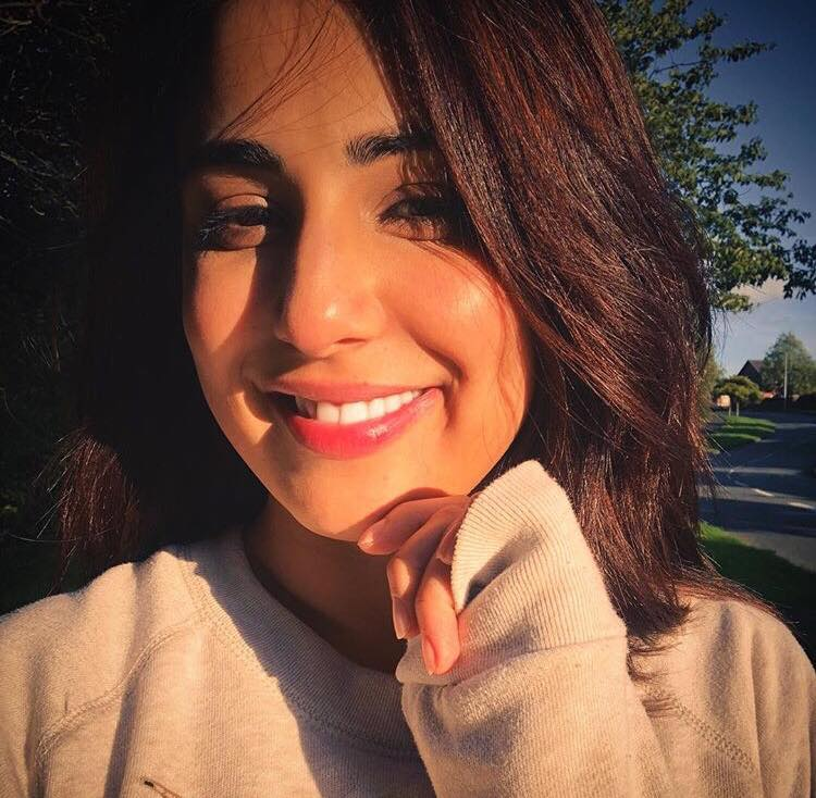 Pakistani Actresses Who Look Amazing In Short Hair Reviewit Pk
