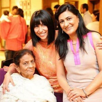 Saba-Hameed-with-Mother-and-Daughter-Meesha-Shafi-Pictures10074486_201312122559