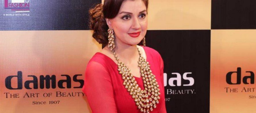 Ayesha Sana Shouts Badly At Hair Dressers For Ruining Her Hairstyle