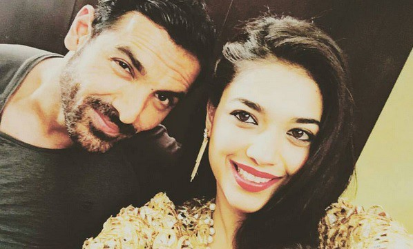 4797d99fc7 Sanam Jung Totally Star-Struck by John Abraham | Reviewit.pk