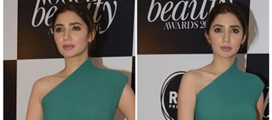 "Mahira Khan Wins ""Face To Watch Out For""Award At Vogue Beauty Awards India"