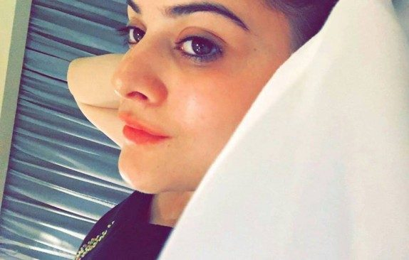 Minal and Aiman Khan in Thaliand with family | Reviewit.pk
