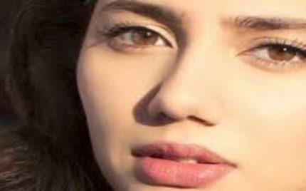 "A commenter said to Mahira Khan ""apko india se abhi danday nahi paray"""