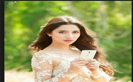 Once Again Mahira Khan Targeted With a Negative Comment By an Indian!