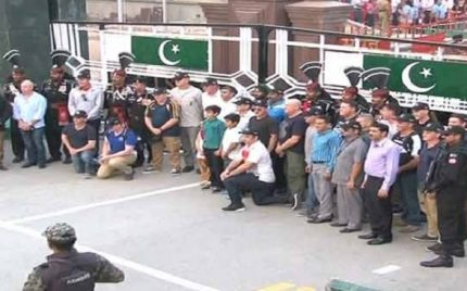 Check out the Moves of Australian Army Cricket Team at Wagha Border