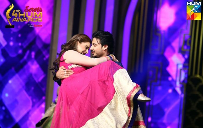 Ali Abbas hug Noor Bukhari on stage while dancing in hum tv awardss show 2016