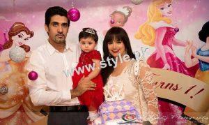 pakistani-celebrities-with-their-kids-2